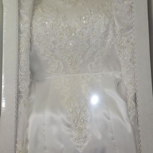 White Wedding Gown Dress by Alfred Angelo sz 6